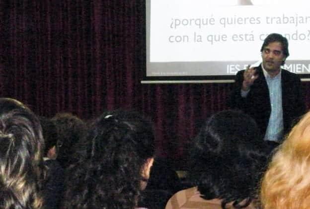 Conferenciante Toño Constantino. Antonio Constantino
